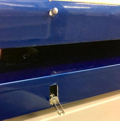 Tragflächen, Klappen mit verdeckter Anlenkung (IDS), Augschraube (4mm) und Durchführungsöffnung Anlenkung Landeklappen!