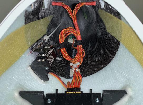 """Rumpf, MPX-RC-Steckerverbindung und Tragflächen-Arretierung """"Montiert"""""""