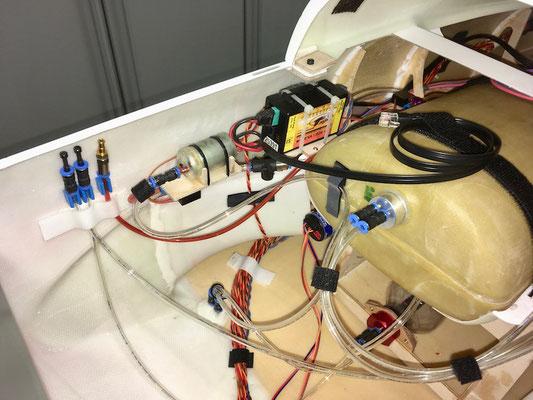 """Rumpf, Turbinen-ECU mit Kraftstoffpumpe und Kraftstoff Absperrventil """"Montiert"""""""