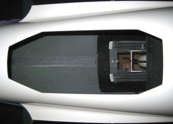 Ausschnitt für Klapptriebwerk im Rumpfrücken
