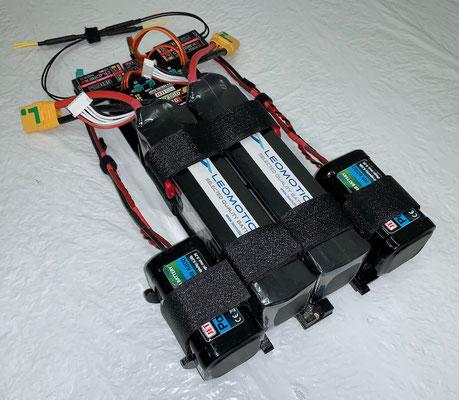 """RC-/Akkuhalterung mit RC-Komponenten und Akkus bestückt """"Montagebereit"""""""