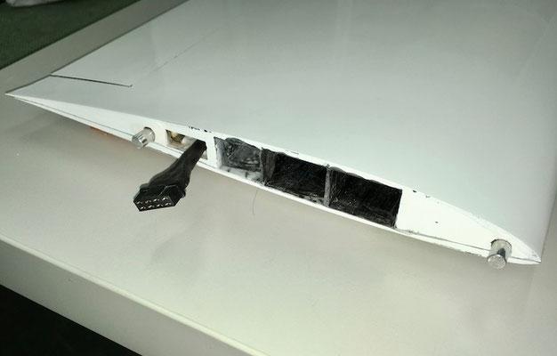Tragfläche, Flächenwurzel mit RC-Steckerverbindung