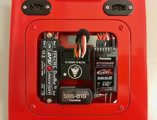 Rumpf, Detail RC-Komponenten...Weiche-/RX-/GPS-Vario-/3-Achs Gyro sowie MPX-Steckerverbindung!