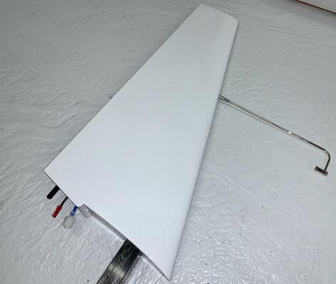 """Seitenleitwerk, Steckerverbindungen zum Rumpf für Licht-/Tec-Düse sowie Tec-Düse """"Montiert"""""""
