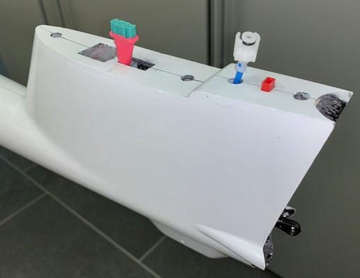 """Rumpf, Steckerverbindungen zum Seitenleitwerk für RC-/Licht-/Tec-Düse """"Montiert"""""""