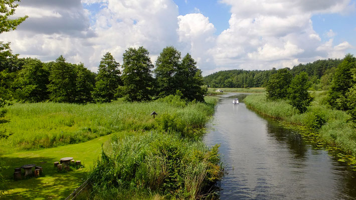 Templiner Kanal Wiesenhof (Foto: Heidrun Lorenz).