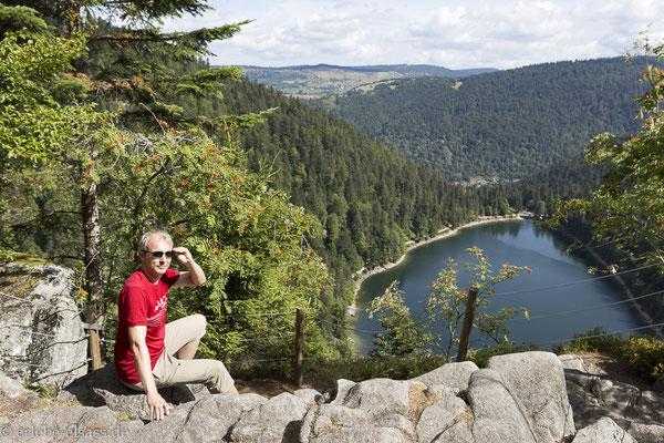Rast auf dem Felsen über dem Lac des Corbeaux, dem Rabensee
