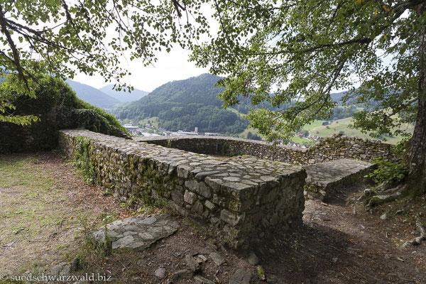 Mauerreste der Ruine Wolfach