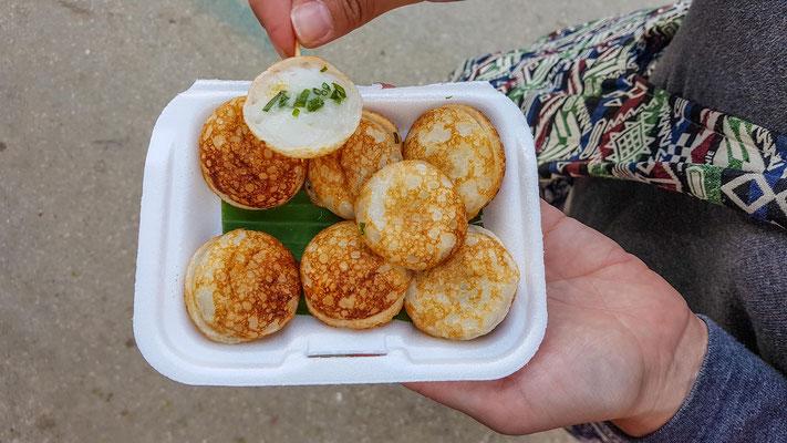 Khanom Krok - leckeres Thai Dessert aus Reis und Kokosnuss