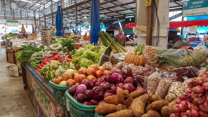 das frische Gemüse auf dem Markt in Pai