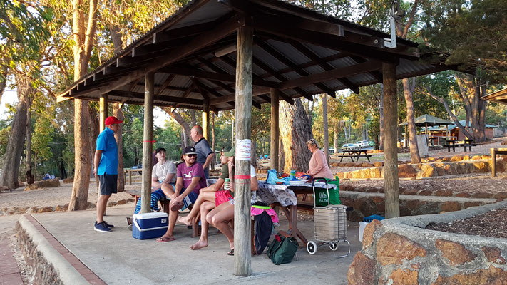 tolles Barbecue mit unserer Workaway-Familie am Lake Leschenaultia