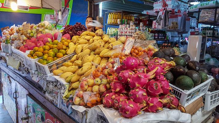 morgens auf dem Markt in Pai - wie viel kostet der ganze Stand? ;-)