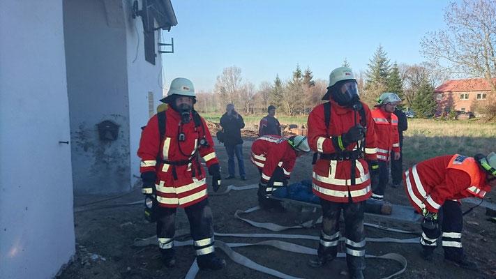 Feuerwehr Bleckenstedt Kellerbrand 07.04.2016 Üfingen Sauingen Freiwillige Feuerwehr Salzgitter
