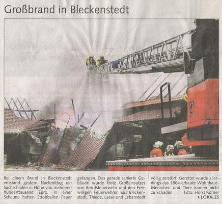 Brand Bleckenstedt Walther Traube 2007 Brand in Bleckenstedt Scheune mit Stroh Feuerwehr Bleckenstedt