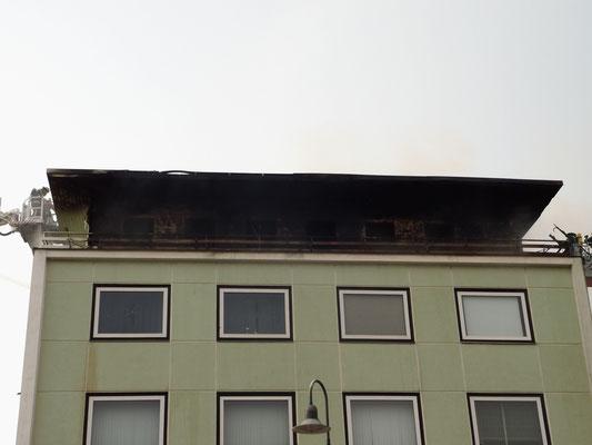 Brand Salzgitter BAD Gebäudebrand 04.05.2015 Feuerwehr Bleckenstedt Brand in Salzgitter Großer schaden SZ-Bad Löschzug Feuerwehr Bleckenstedt