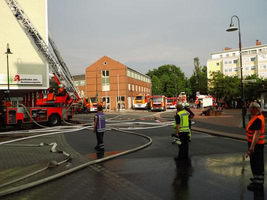 Brand Salzgitter BAD Gebäudebrand 04.05.2015 Feuerwehr Bleckenstedt Brand in Salzgitter Großer schaden SZ-Bad Löschzug aus Bleckenstedt