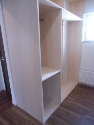 ウォーキンクロゼットの部屋は約9畳と収納力バツグン。