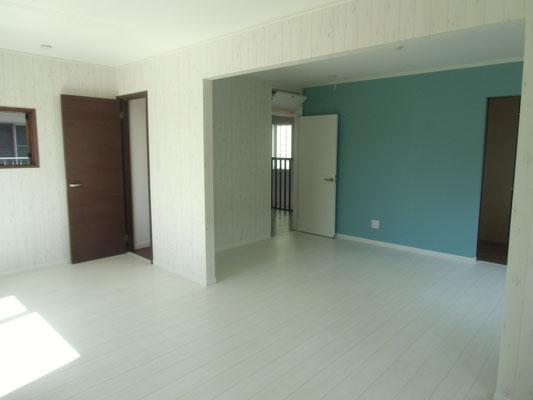 奥は7.5畳の洋室。将来壁を設けることも可能です