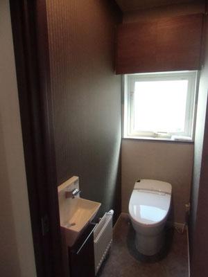 1Fトイレはタンクレス。手洗いもついています