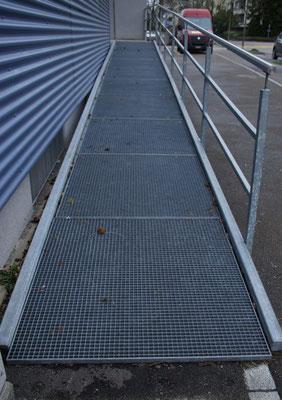 Rollstuhlgängiger Schulhauszugang