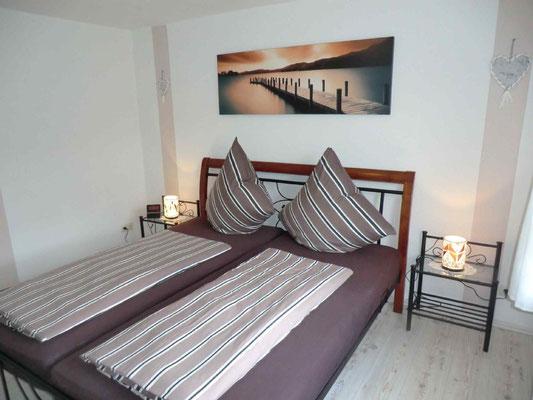 Das braune Schlafzimmer mit Blick auf den alten Deich