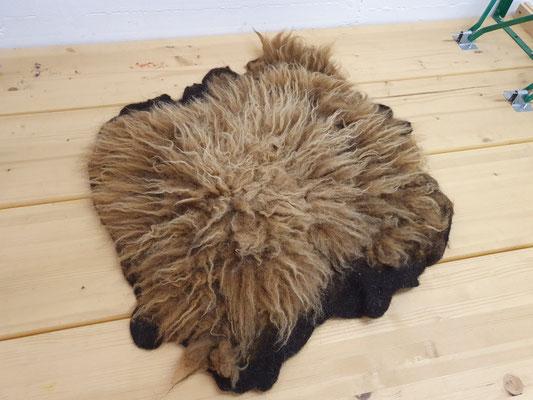 Ganzes gefilztes Schafsfell von der Skudde, 100% Wolle, Preis auf Anfrage
