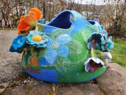Blütenkorb nassgefilzt von Heike Giesbert