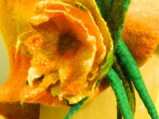 Filzblüte am Hut von Heike Giesbert