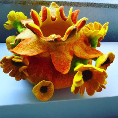 Wunderschöne sehr sommerlicher Sonnenblumenschale, ca 25 cm Durchmesser, 100% Wolle,  Preis auf Anfrage