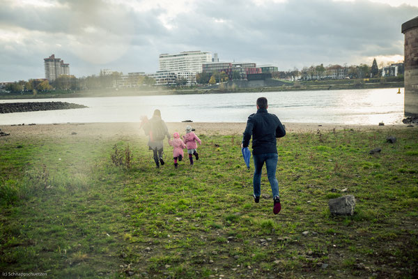 Weather Girls | wildes Familienshooting in Köln am Rhein mit Regenbogen | (c) die Schnappschützen