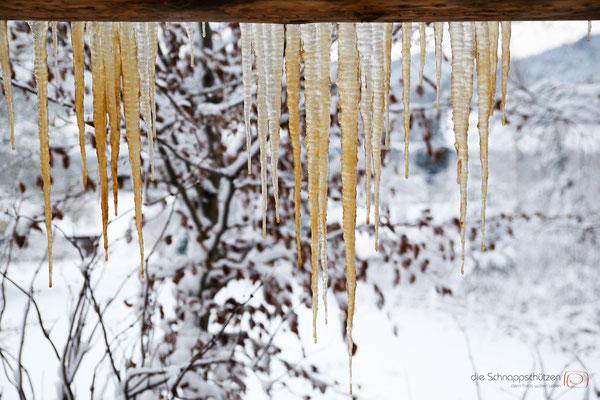 Eiszapfen am Vorderdach der Veranda - Vogesen Frankreich - reiseblog by Schnappschützen - www.schnappschuetzen.de