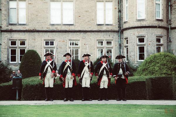 #Ehrengarde des #Fürstenhauses #Schaumburg-Lippe | Preußen-Hochzeit auf Schloss #Bückeburg | (c) die Schnappschützen | www.schnappschuetzen.de
