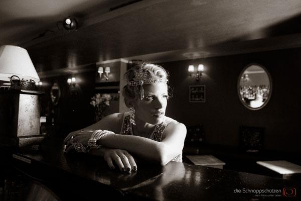 Carina Amber | Sedcard Shooting | 30er Jahre | (c) die Schnappschützen | www.schnappschuetzen.de