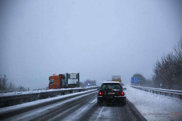 Auf dem Hinweg begann es bereits zu schneien, alle paar km standen LKWs quer - reiseblog by Schnappschützen - www.schnappschuetzen.de