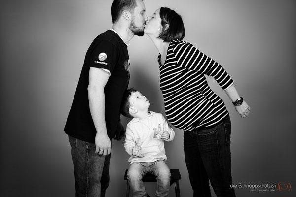Familienfotos & Babybauch im Fotostudio Köln | (c) die Schnappschützen