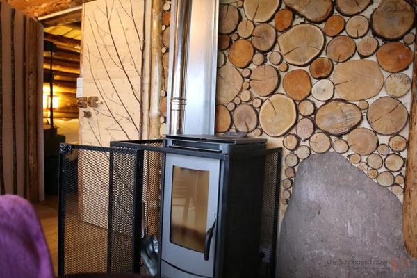 gemütliches Feuer im Wohnzimmer des Chalet in den Vogesen Frankreich - reiseblog by Schnappschützen - www.schnappschuetzen.de