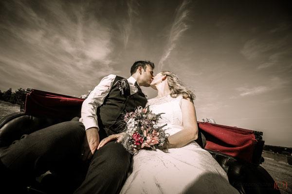 Hochzeit auf dem Land | Hochzeitskutsche | (c) die Schnappschützen | www.schnappschuetzen.de