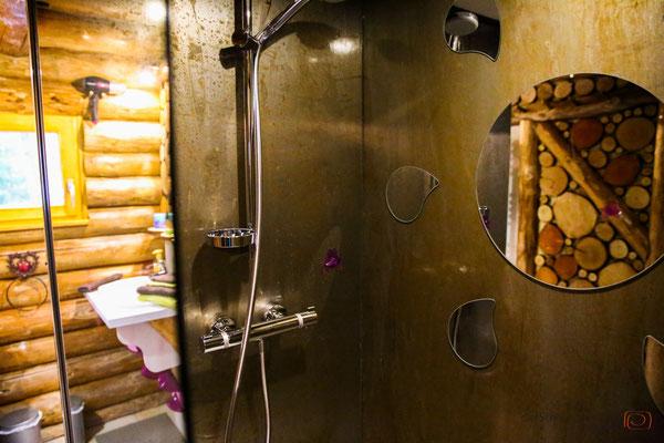 moderne Dusche im Holzchalet - Vogesen Frankreich - reiseblog by Schnappschützen - www.schnappschuetzen.de