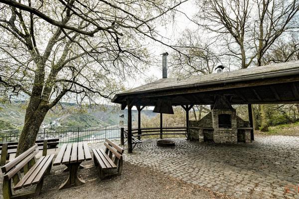 Grillplatz mit Ausblick bei Knaub Kontaktnummern #Heimatverein Rheingold #grillplatz #knaub #sauzahn #oberwesel #oberesmittelrheintal #rheintal #rheingold langscheid | (c) die Schnappschützen