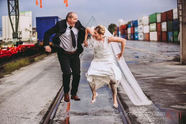 afterwedding mit viel Zeit für einander  | (c) die Schnappschützen | #niehlerhafen #afterwedding #schnappschützen #brautpaarshooting