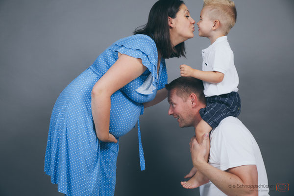 #babybauchfotos #schwangerschaftsfotos #fotostudiokoeln | (c) die Schnappschützen
