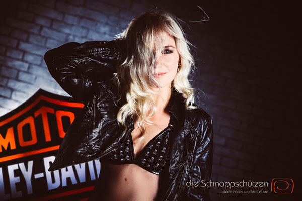 Aktshooting Köln - Harley Davidson Shooting - Bikergirl - (c) die Schnappschützen