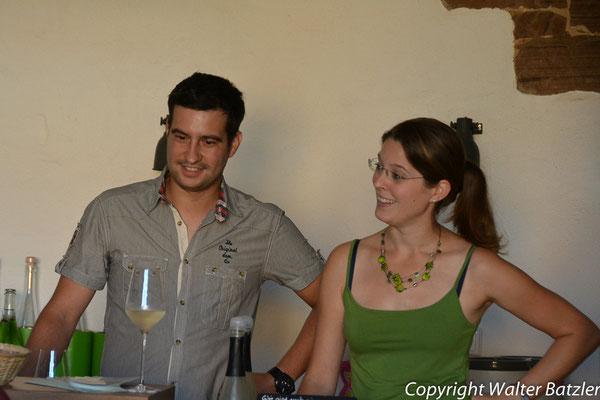 Auch die Gastgeber hören Bettina interessiert zu :)