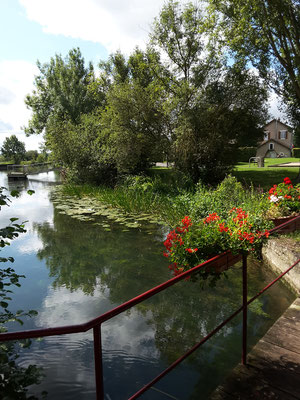 Pont sur la Meuse - Face Maison d'hôtes