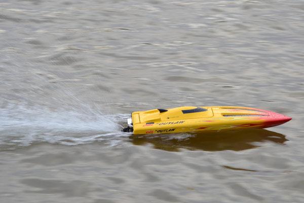 "Rennboot ""OUTLAW"" Eigner: Jörg Strenge"
