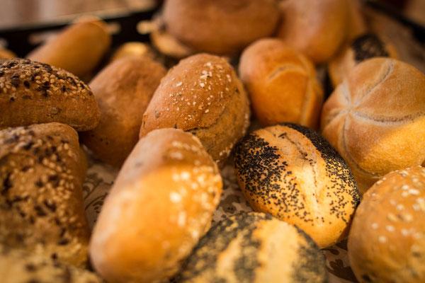 Cafe Leonardo© - Brötchen, Toast, Brot und das klassische Frühstücks-Croissant