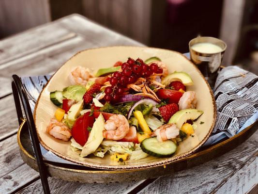 "Cafe Leonardo© - Salat ""California Dream"" mit Garnelen und ""Caesar-Parmesan"" Dressing"
