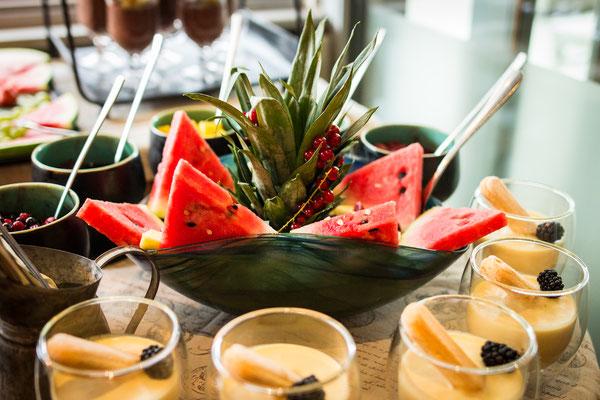 Cafe Leonardo© - Mousse mit Früchten, Marmelade, Cornflakes, süße Nachspeisen
