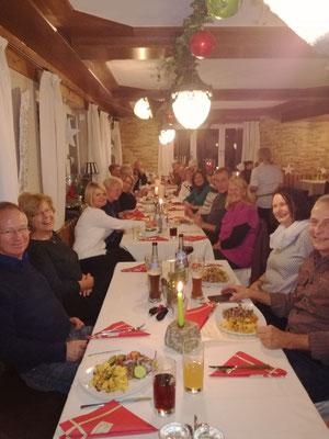 Abends sind dann alle zum Essen da.
