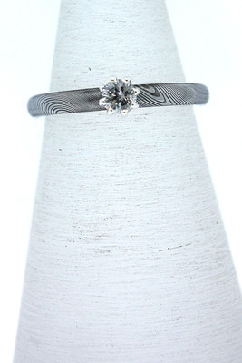 Zusteck-/Verlobungsring aus Damaszenerstahl mit grauem Brillant